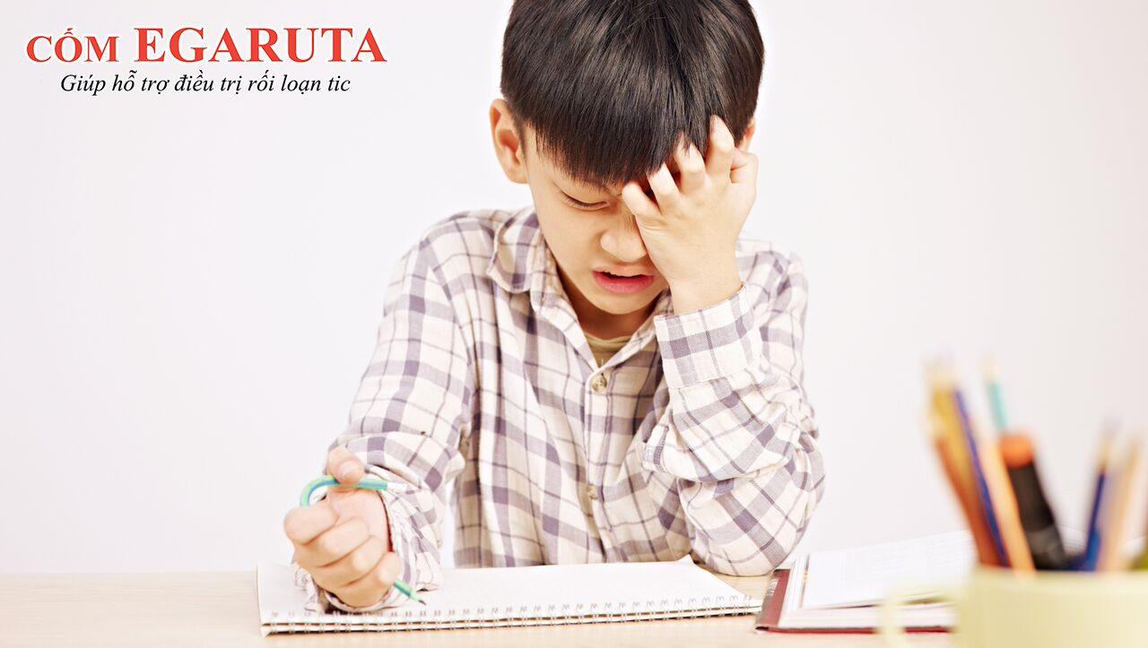 Triệu chứng rối loạn tic có thể ảnh hưởng đến tâm lý, hành vi của trẻ